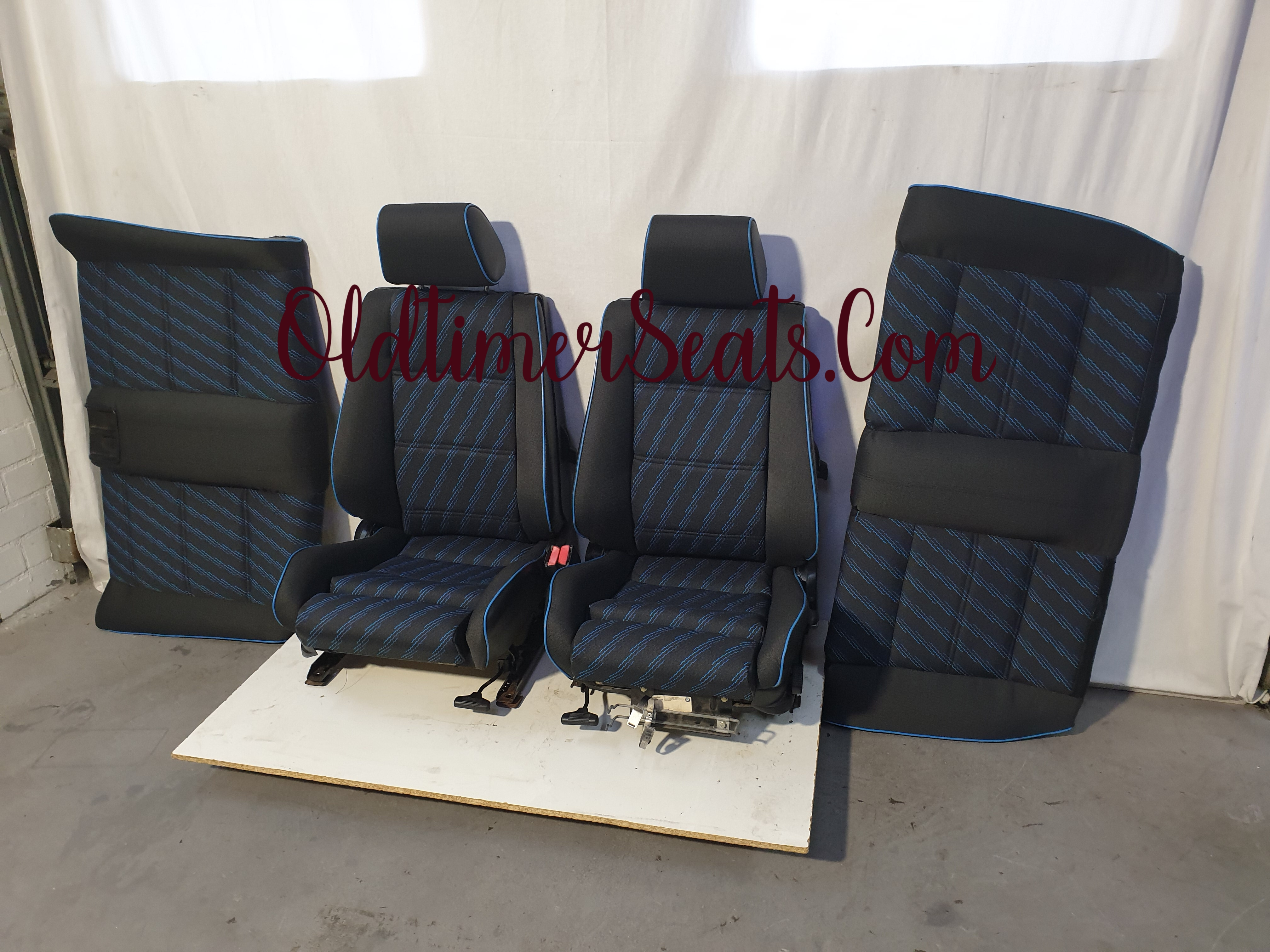 BMW E30 Touring Editon Neon blue reupholstery sportseats